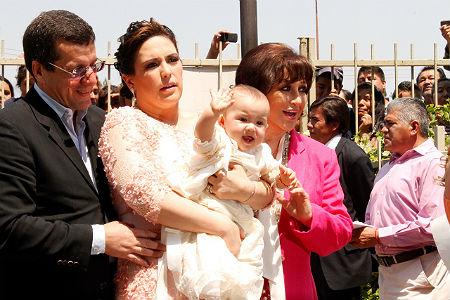 Llego El Gran Dia Angelica Masiel Recibio El Sacramento Del - Peinados-para-un-bautizo-de-dia