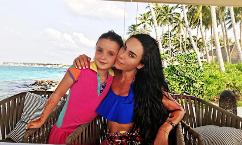 Inés Gómez Mont se coordina con su hija en una blusa de Dolce   Gabbana dae488da0806