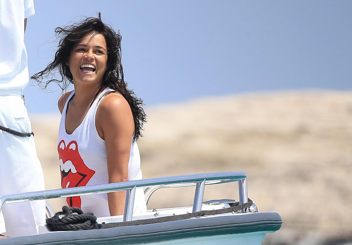 michelle-rodriguez-slip-hot-babe-and-girl-boobs-stories-pic