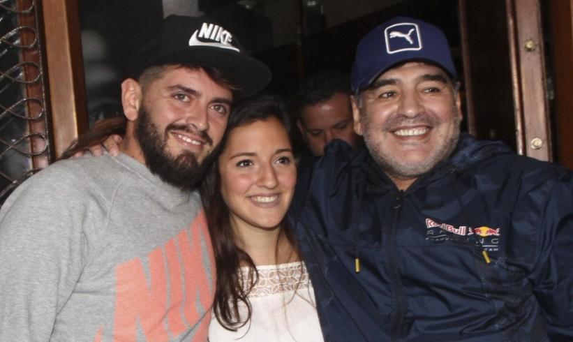 ¡Como dos gotas de agua! Diego Armando Maradona reconoce
