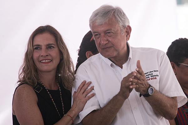 López Obrador y Beatriz Gutiérrez
