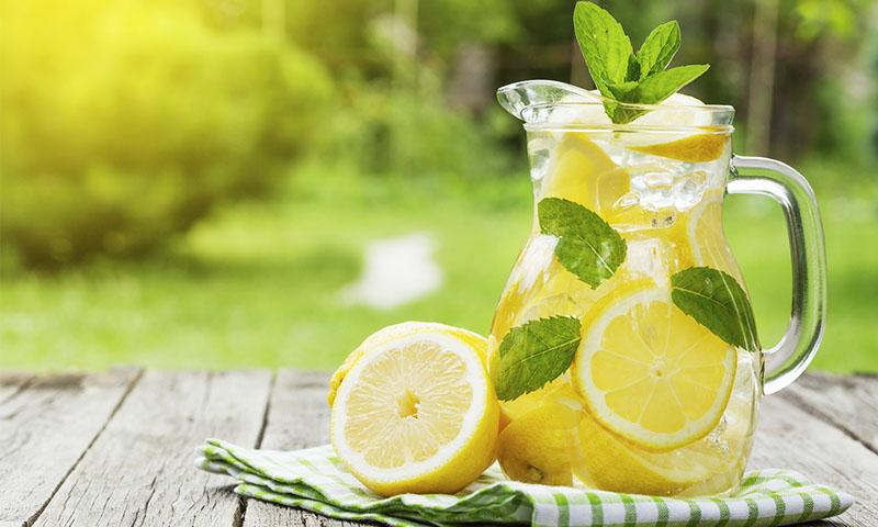 Beneficios del agua con limon para adelgazar