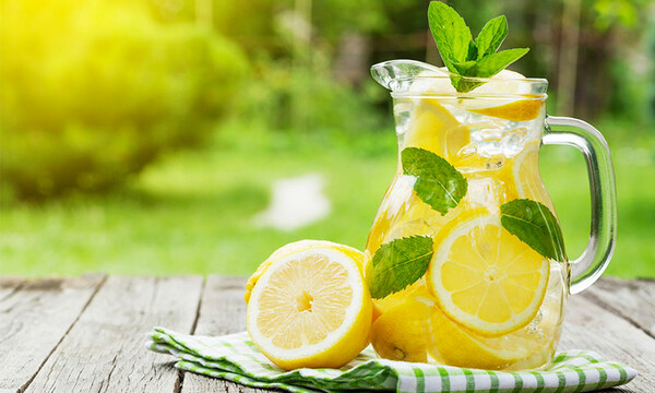 El mito de que el agua con limón ayuda a bajar de peso