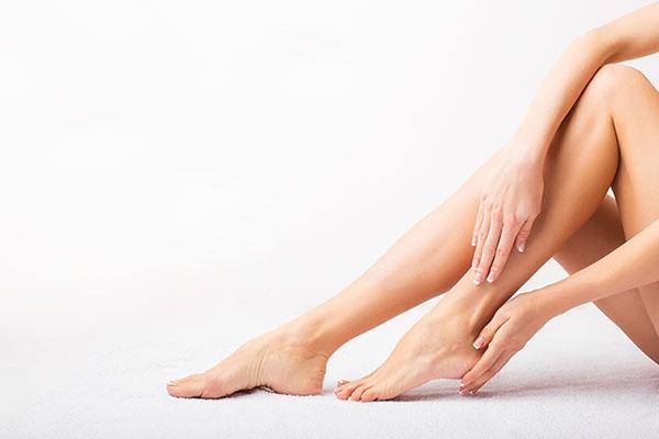 Como eliminar los poros de las piernas