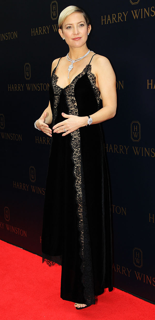 Kate Hudson presume su embarazo y joyeria Harry Winston
