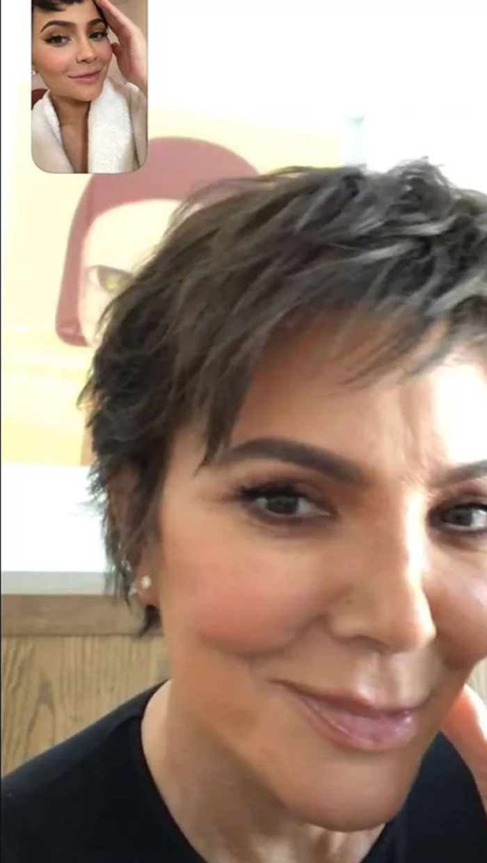 kris-jenner-kylie-corte-dos