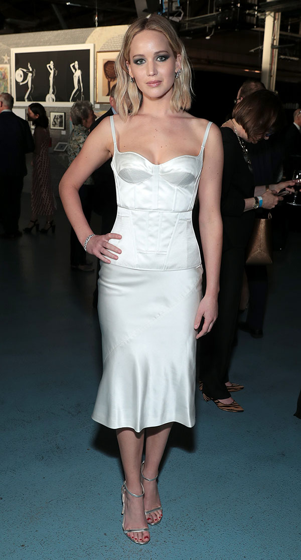Jennifer-Lawrence-olivier-theyskens