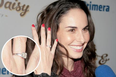 Ana serradilla presume su anillo de compromiso una gran piedra que brilla casi tanto como su - En que mano se lleva el anillo de casado ...
