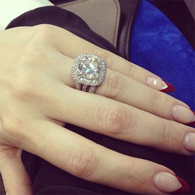Eiza gonz lez presume anillo de compromiso for En que mano se usa el anillo de compromiso