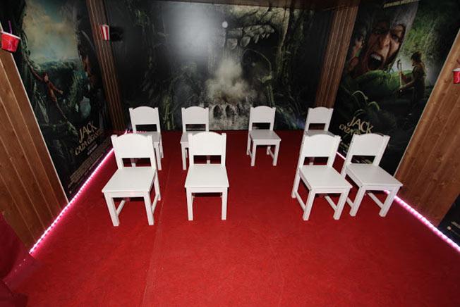 Numerosos rostros conocidos se lo pasan como 39 enanos 39 en for Sala 8 kinepolis