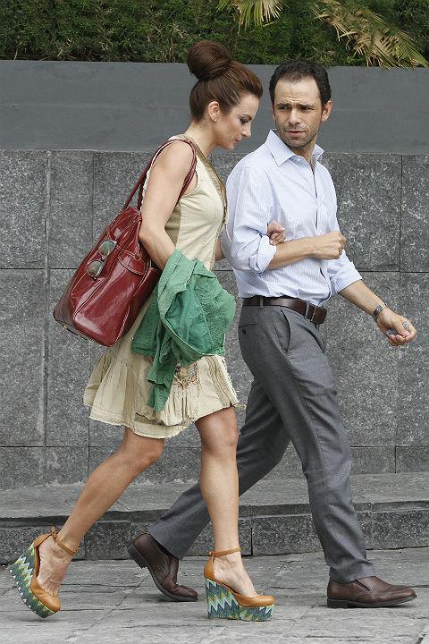 http://mx.hola.com/imagenes//cine/201307024291/silvia-navarro-amor-novio/0-15-607/silvia-amor1--z.jpg