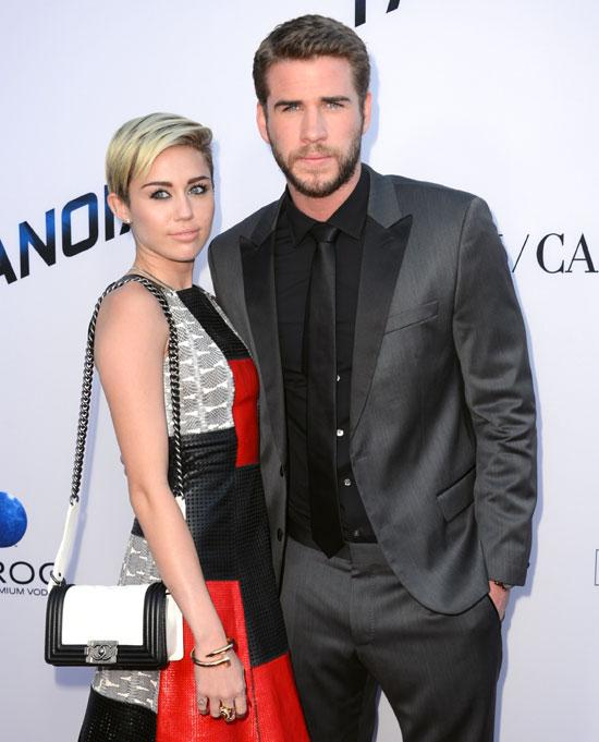 Miley Cyrus y Liam Hemsworth en su última aparición pública juntos, en el estreno de la película 'Paranoia' el pasado 8 de agosto en Los Ángeles