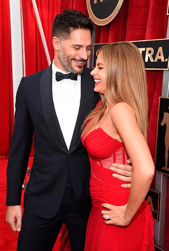 Sofía Vergara presume anillo y prometido en la alfombra roja de los SAG Awards