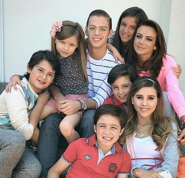 Zuria Vega Y Pablo Lyle Silvia Navarro, en med...
