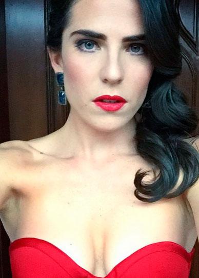 Linda de vestido rojo - 5 5