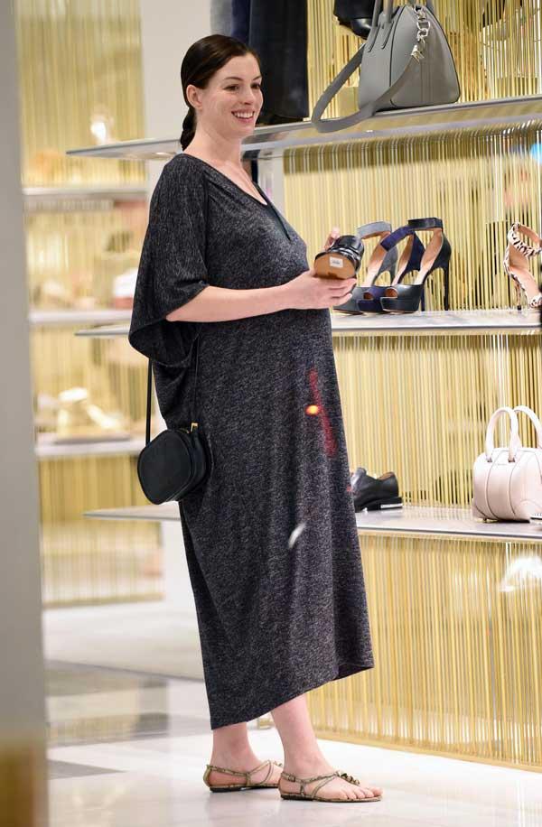 Anne Hathaway defiende derecho a engordar tras maternidad