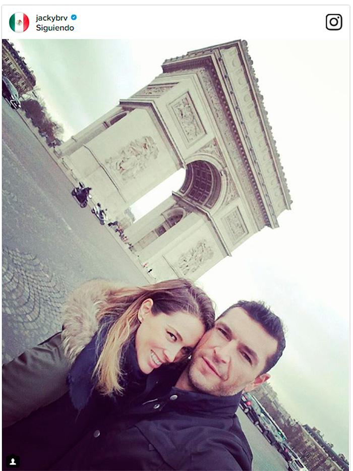 ¡Como novios! Jacky Bracamontes y Martín Fuentes pasean su amor por París