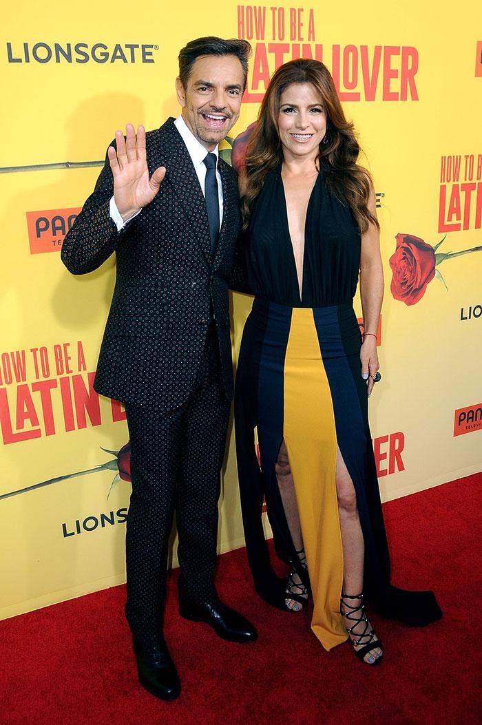 Aislinn, Vadhir y Alessandra cobijan a Eugenio Derbez en su noche más especial en Hollywood