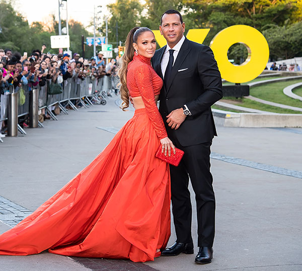 JLo y Alex Rodriguez sobre una red carpet