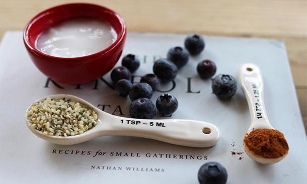 ¿No sabes que desayunar? Prueba este delicioso bowl con crema de blueberries