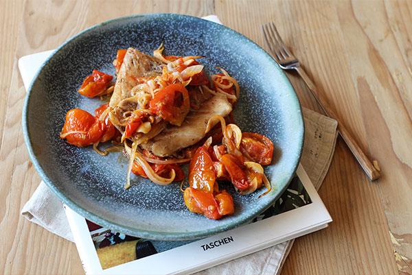Triunfa en cualquier ocasión con este delicioso filete de pescado y jitomatitos cherry