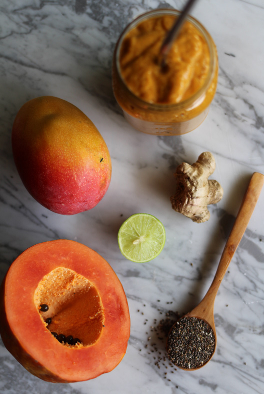 Dale un giro saludable a tus mañanas con un 'superfood smoothie' de mango-papaya