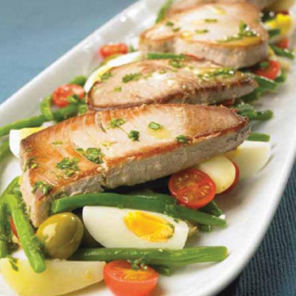 Filetes de at n a la plancha con ensalada de jud as verdes for Canelones de pescado y marisco