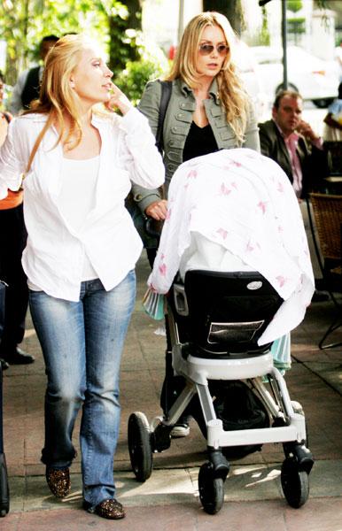 La cautivadora sonrisa de Elena Camil, la pequeña de Heidi ... Jaime Camil Y Su Hija