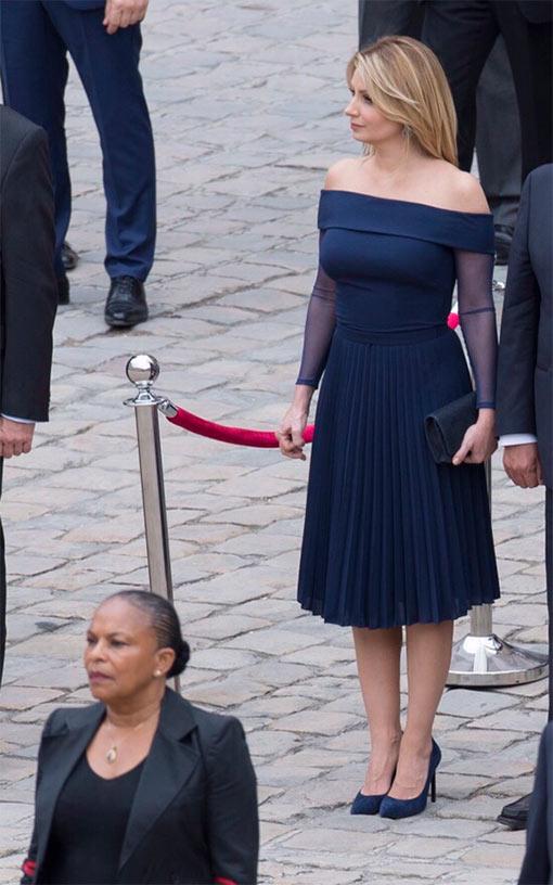7a03e8906 Angélica Rivera vuelve a apostar por un vestido de Benito Santos en su  primer día de gira por Francia