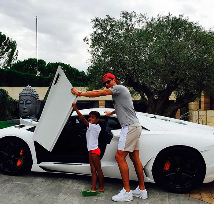 Cristiano Ronaldo Y Su Lujosa Colecci 243 N De Autos Foto 1