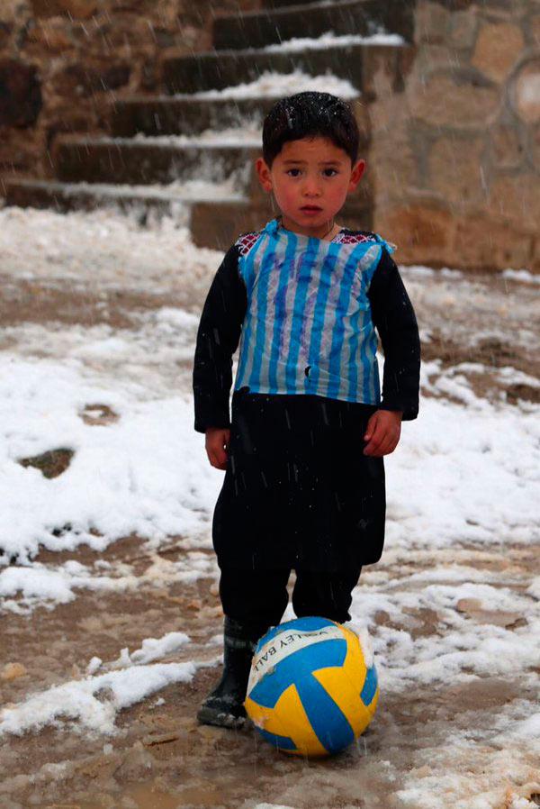 87fadb9f1b Leo Messi quiere cumplir el sueño del niño de la camiseta de plástico