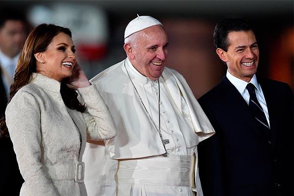 Bienvenido! El Papa Francisco ya está en suelo mexicano 2f56959fa1c