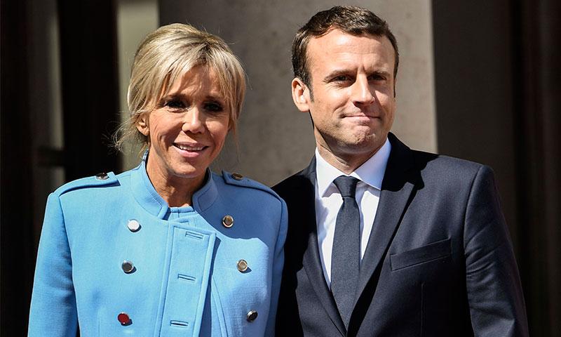 la rom ntica llegada de emmanuel macron a la presidencia de francia de la mano de su esposa. Black Bedroom Furniture Sets. Home Design Ideas