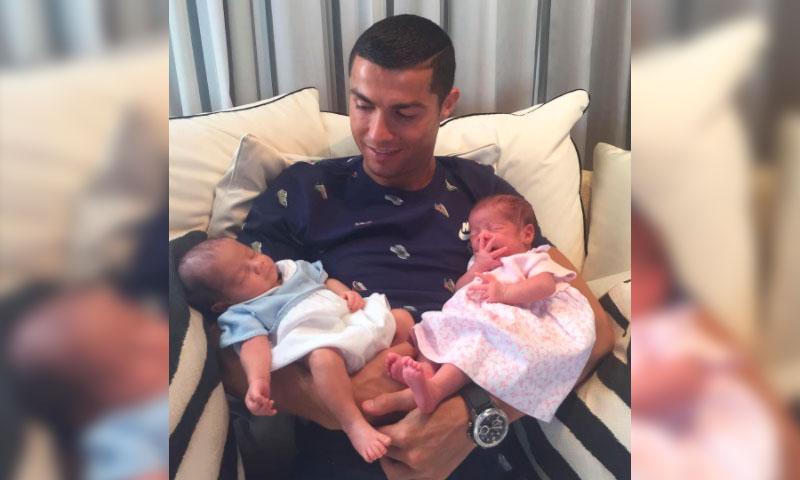 Resultado de imagen de Ronaldo presenta a sus bebés