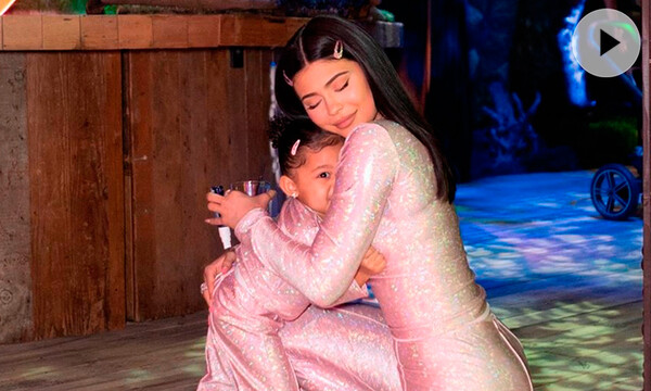 Stormi y Kylie Jenner