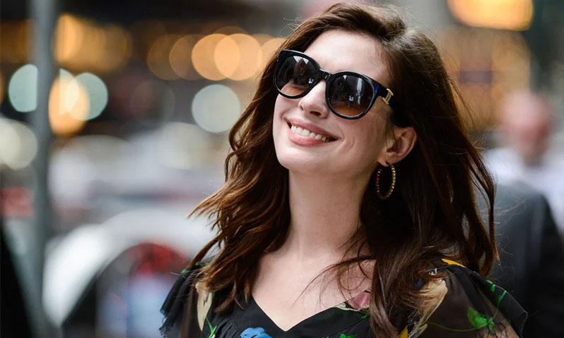 Anne Hathaway y el vestido de sólo 300 pesos que compró en el mercado