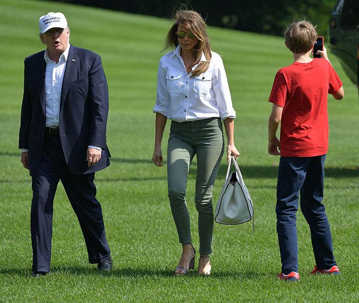 Melania Trump y su camisa blanca de 3 mil 500 pesos