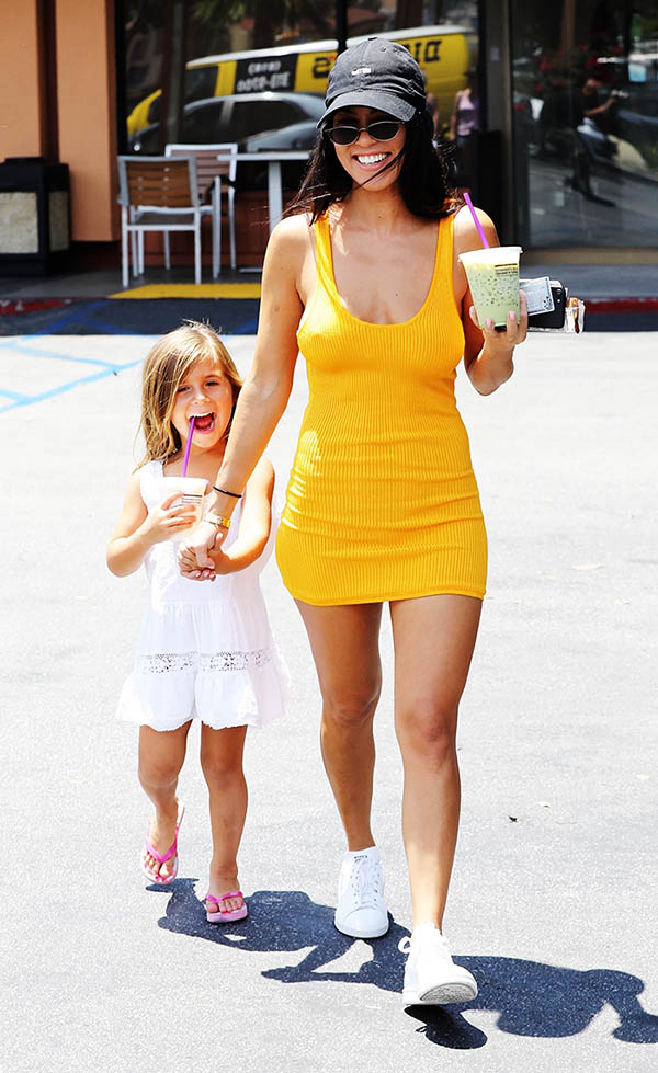 kourtney-kardashian-vestido-amarillo