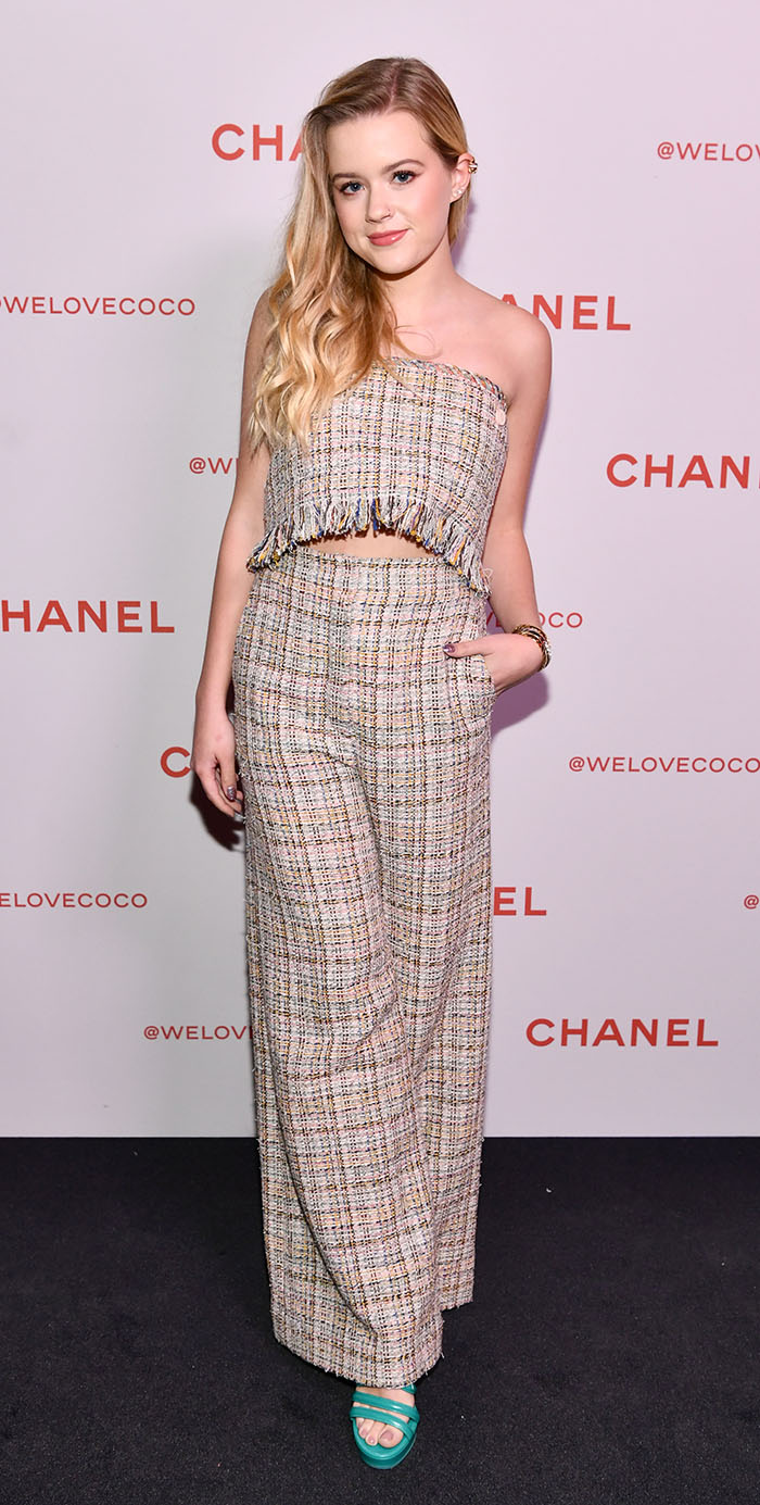 Ava Phillippe en un evento de Chanel