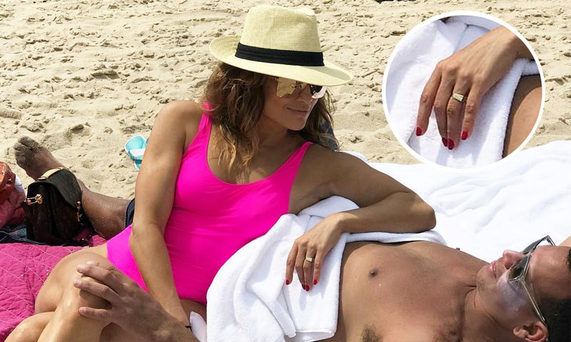 jennifer-lopez-anillo-alex-rodriguez-playa