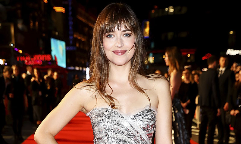 dakota-johnson-gucci-vestido-metalico