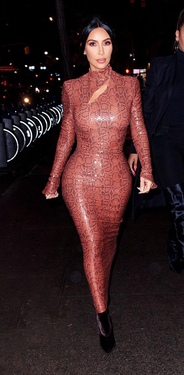 6d2555e19 Una sexy reliquia! El vestido de serpiente -de hace 36 años- con el ...