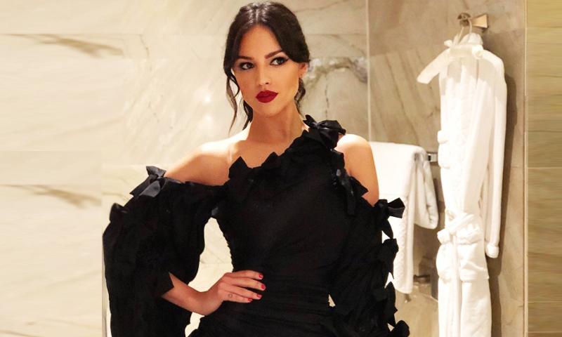 Eiza González Y El Impactante Vestido Negro Con El Que Se
