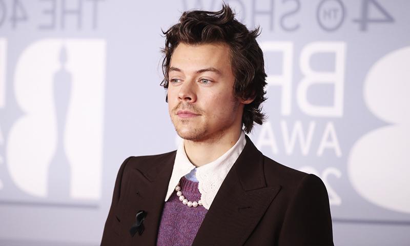 Roban a Harry Styles a punta de navaja