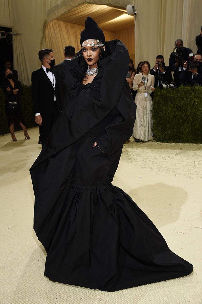 Rihanna en un primer look