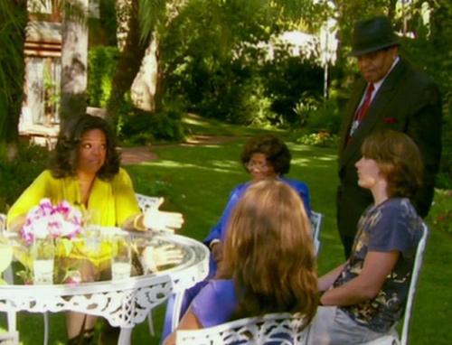 Los hijos de Michael acompañados por sus abuelos, Katherine y Joe Jackson