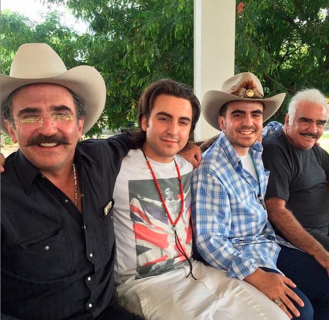 Vicente fern ndez jr se refugia en su familia tras su separaci n - Separacion sin hijos quien se queda en casa ...