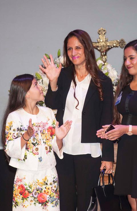 Ana Bárbara Manzanero Yuri Y Cientos De Fans Despiden A Joan