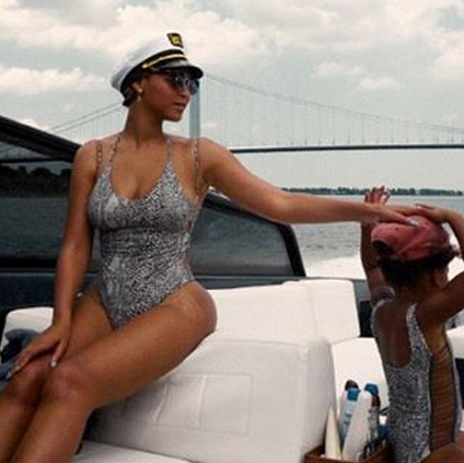 Beyoncé y Blue Ivy, idénticas hasta en el bikini