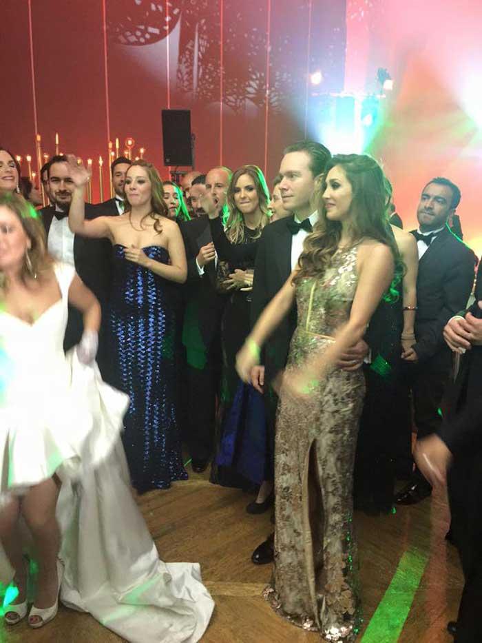 cerca novias extranjeras baile